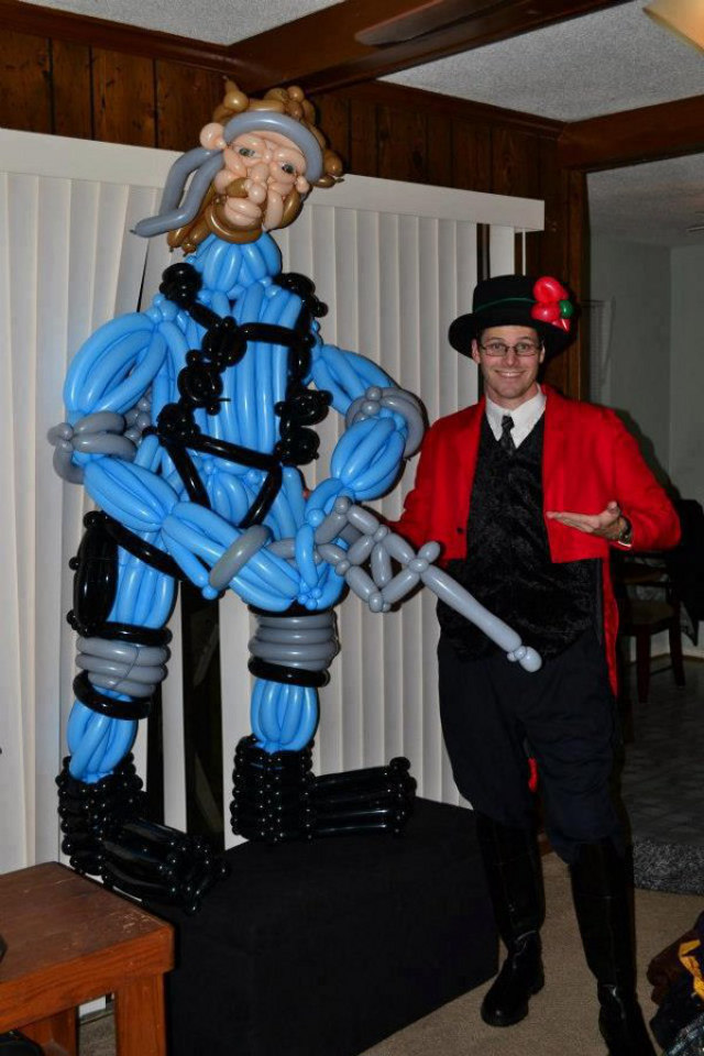 solid-snake-ballon-sculpture